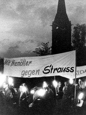 Demonstration verschiedener Frankfurter Jugendverbände am Vorabend des 1. Mai 1959