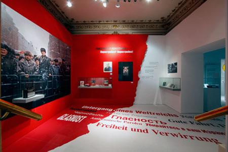 Ausstellungsraum zur Auflösung der sowjetischen Herrschaft und den ambivalenten Folgen für die jüdische Bevölkerung