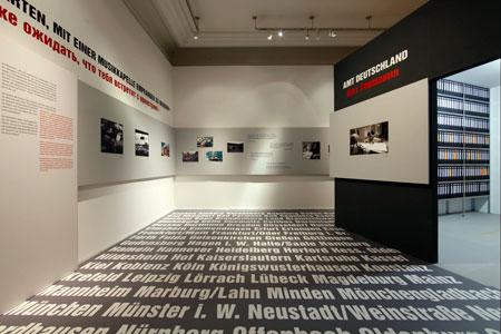 Schwierige Ankunft: Ausstellungsraum zur Lebenssituation jüdischer Neuzuwanderer