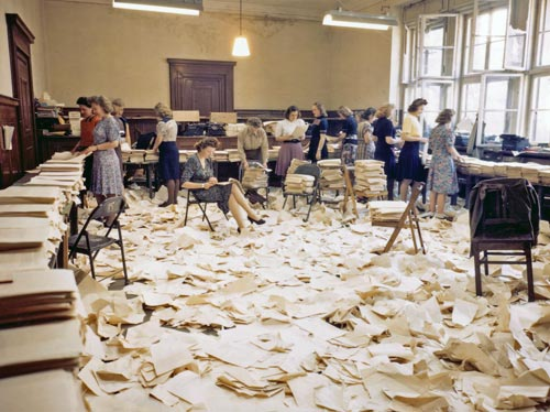 Das Büro für die Druckschriften-Herstellung in Nürnberg während der Vorbereitung der Urteilssprüche für die Presse, 30. September 1946