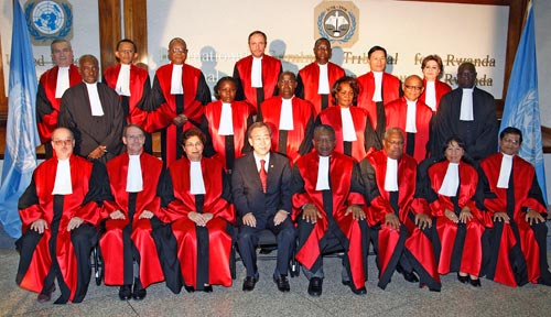 Richter des Internationalen Strafgerichtshofs für Ruanda mit UN-Generalsekretär Ban Ki-moon, Tansania 2009