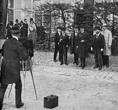 So entstand das Foto. Auch die Diplomatie wurde nach dem Ersten Weltkrieg allmählich Teil der (Massen-)Mediengesellschaft.