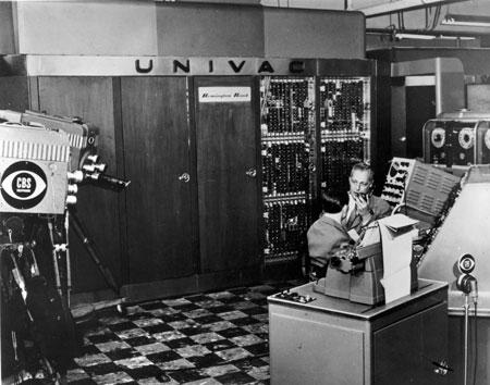 """CBS filmt erste Ergebnisse der amerikanischen Präsidentschaftswahlen 1952, die mit Hilfe des Computers """"UNIVAC I"""" der Firma                      Remington Rand hochgerechnet wurden. Der Wahlsieg Eisenhowers wurde auf Basis einer Stichprobe der abgegebenen Stimmen zutreffend                      prognostiziert."""
