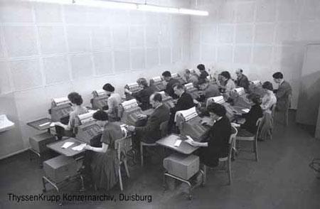 """National""-Buchungsmaschinen in der Lochkartenabteilung, November 1958"