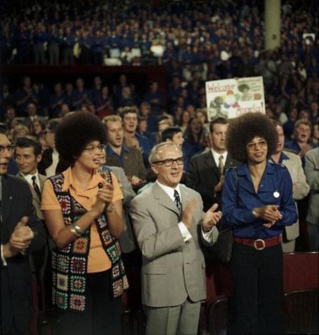 """FDJ-""""Freundschaftsmeeting"""" mit Angela Davis (rechts im Bild), 11. September  1972"""