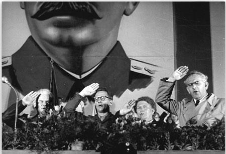 Kundgebung bei einem Treffen der Jungen Pioniere auf dem Theaterplatz in Dresden,25. August 1952