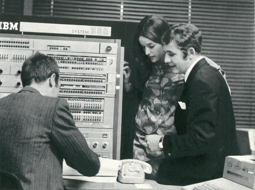 Werbefoto der Hamburger Computer-Dating-Firma Altmann GmbH & Co. (1970)