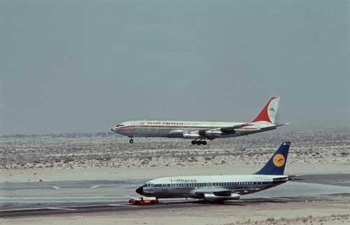 Die Oktober 1977 entführte Lufthansa-Maschine auf dem Rollfeld in Mogadischu (dpa)