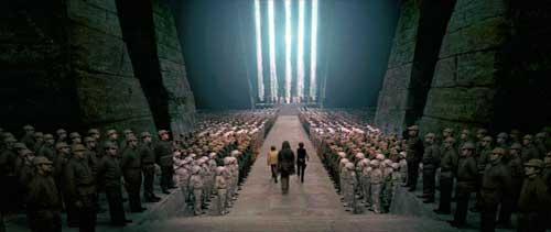 """Die Schlussszene aus dem Film """"Eine neue Hoffnung"""" ist an eine Einstellung aus Leni Riefenstahls """"Triumph des Willens"""" angelehnt (Star Wars, Episode IV)."""