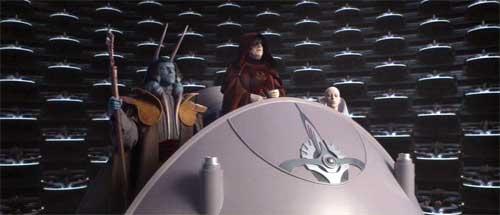 Der Kanzler verkündet im Senat die Abschaffung der Republik und leitet die Herrschaft des Imperiums ein (Star Wars, Episode III: Die Rache der Sith).