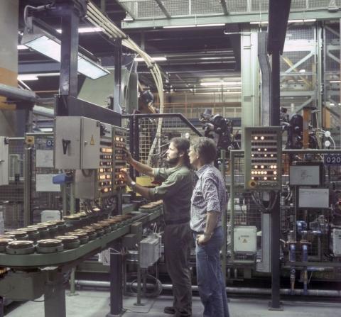 Steuerung der automatisierten Endmontage in der Halle 54